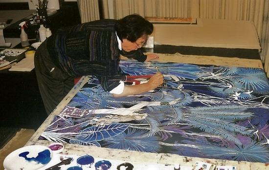 安达至30万块彩色玻璃贴出的当代艺术