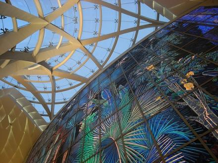 至30万块彩色玻璃贴出的当代艺术