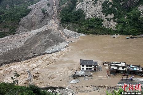 至汶川银杏乡遭泥石流重创