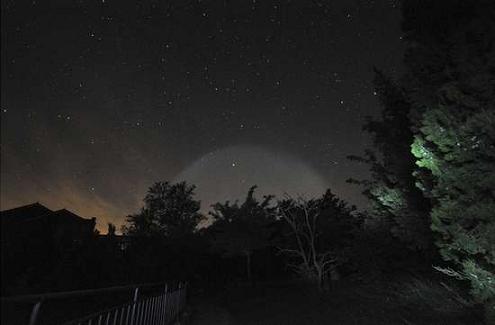 双城至上海北京夜空现巨大发光体 航班纷纷报告夜见UFO