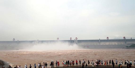 至三峡水库迎建库以来最大入库洪峰